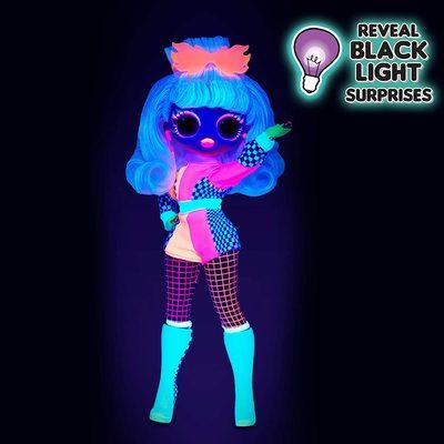 Кукла ЛОЛ Сюрприз! O.M.G. Стильная Спидстер, светящаяся в темноте, с 15 сюрпризами (L.O.L. Surprise! O.M.G. Lights Speedster Fashion Doll with 15 Surprises) (фото, вид 3)