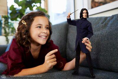 Кукла Северус Снейп в мантии волшебника - Гарри Поттер. (HARRY POTTER Collectible Severus Snape Doll) (фото, вид 2)