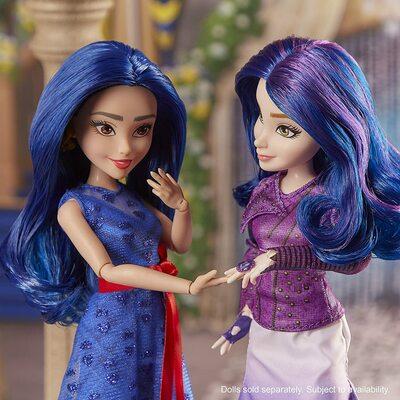 Кукла Мэл «Королевская свадьба», «Наследники Диснея -3» (Disney Descendants Mal Doll, Inspired by Disney The Royal Wedding) (фото, вид 3)