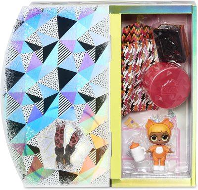 Кукла ЛОЛ Сюрприз О.М.G. Винте Чил Мисси Мяу с младшей сестренкой «Малышка Кэт» и 25 сюрпризами (L.O.L. Surprise! O.M.G. Winter Chill Missy Meow Fashion Doll & Baby Cat Doll with 25 Surprises) (фото, вид 3)