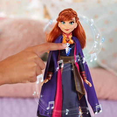 Кукла Анна поющая, в фиолетовой накидке - «Холодное сердце 2» - Дисней (Disney Frozen Singing Anna Fashion Doll with Music Wearing A Purple Dress) (фото, вид 3)