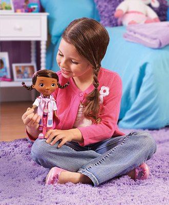 Кукла Дотти - ветеринар в белом халате - «Доктор Плюшева» - Дисней (Doc McStuffins Toy Hospital Doc Articulated Doll with Doctor Accessories) (фото, вид 2)