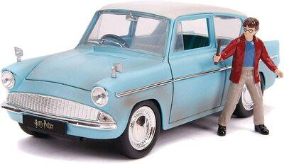 Кукла Гарри Поттер и литой автомобиль Форд Англия 1959 г., масштаб 1:24 (1:24 Harry Potter and 1959 Ford Anglia Die-Cast Vehicle) (фото)